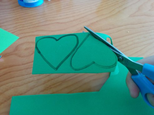 Arts-and-crafts-St-Patricks-day-shamrock-wand-6