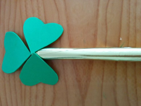 Arts-and-crafts-St-Patricks-day-shamrock-wand-8